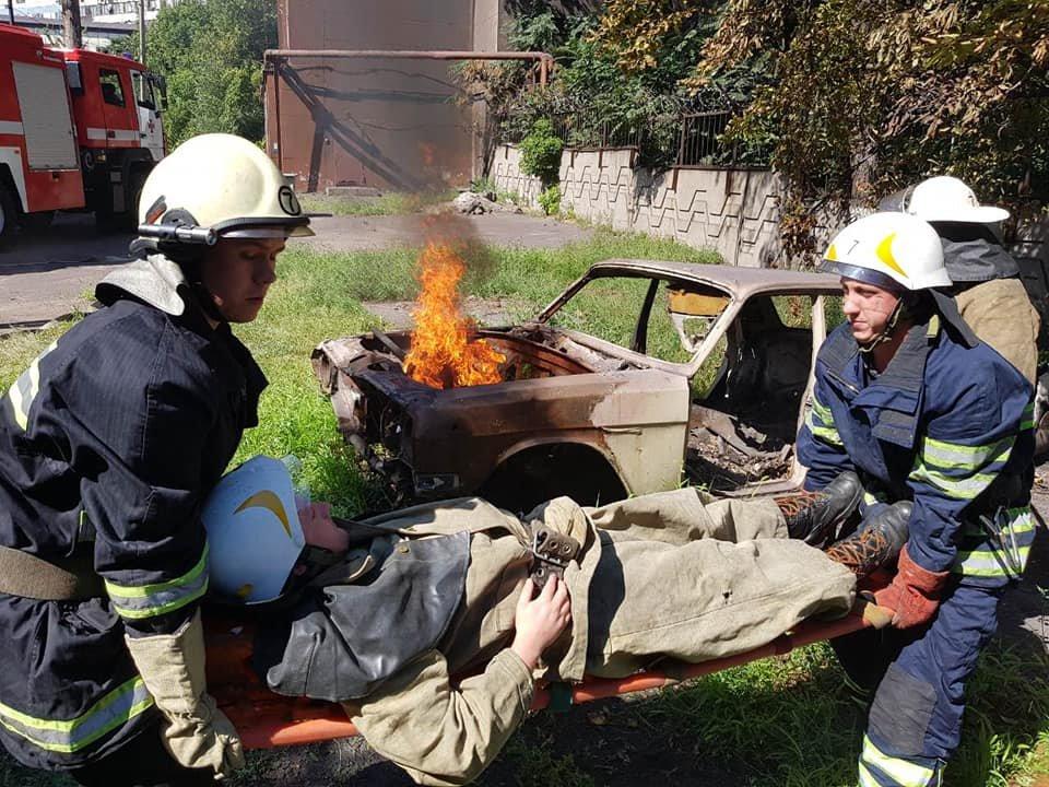 Спасатели Каменского тренировались ликвидировать последствия ДТП, фото-1