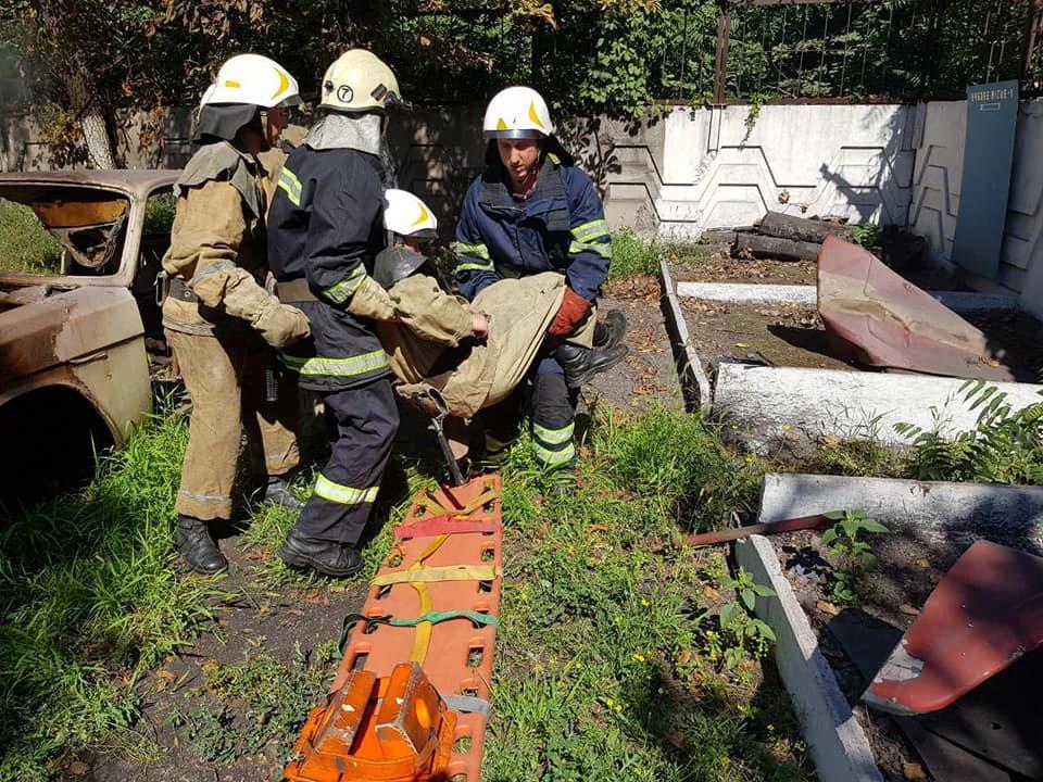 Спасатели Каменского тренировались ликвидировать последствия ДТП, фото-5
