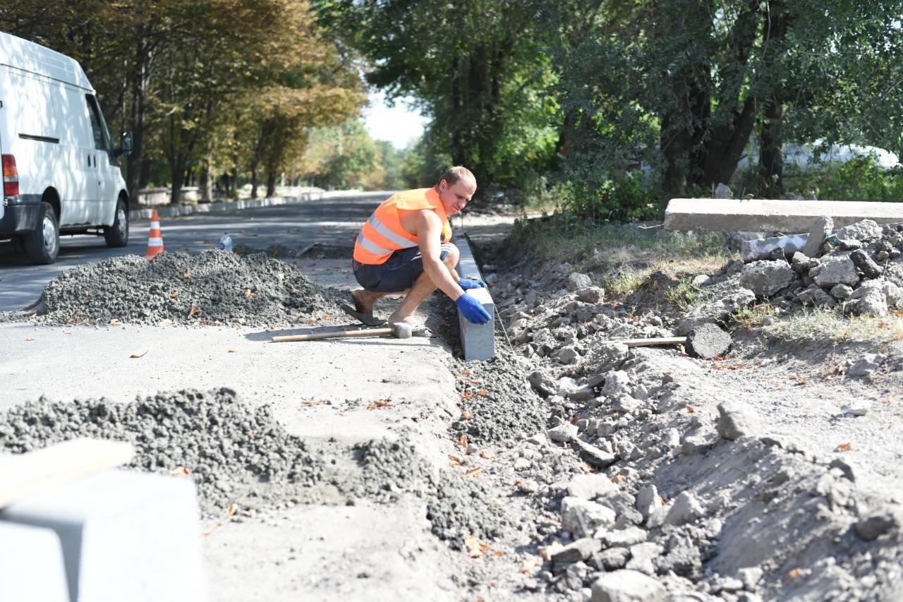Освещение, ремонт дорог и жилого фонда: в Каменском продолжается благоустройство, фото-2