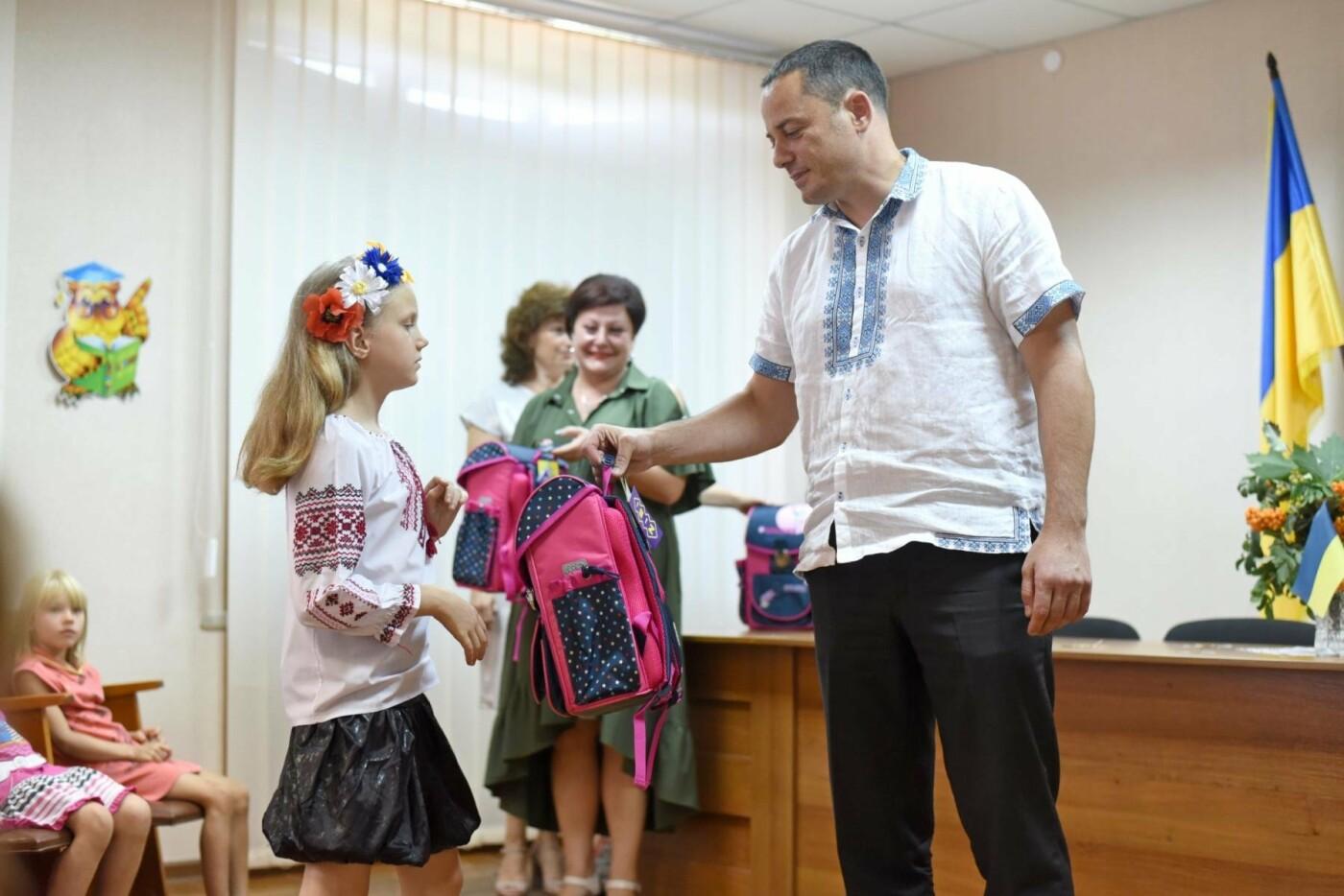 Скоро в школу: дети Южного района Каменского получили подарки, фото-2