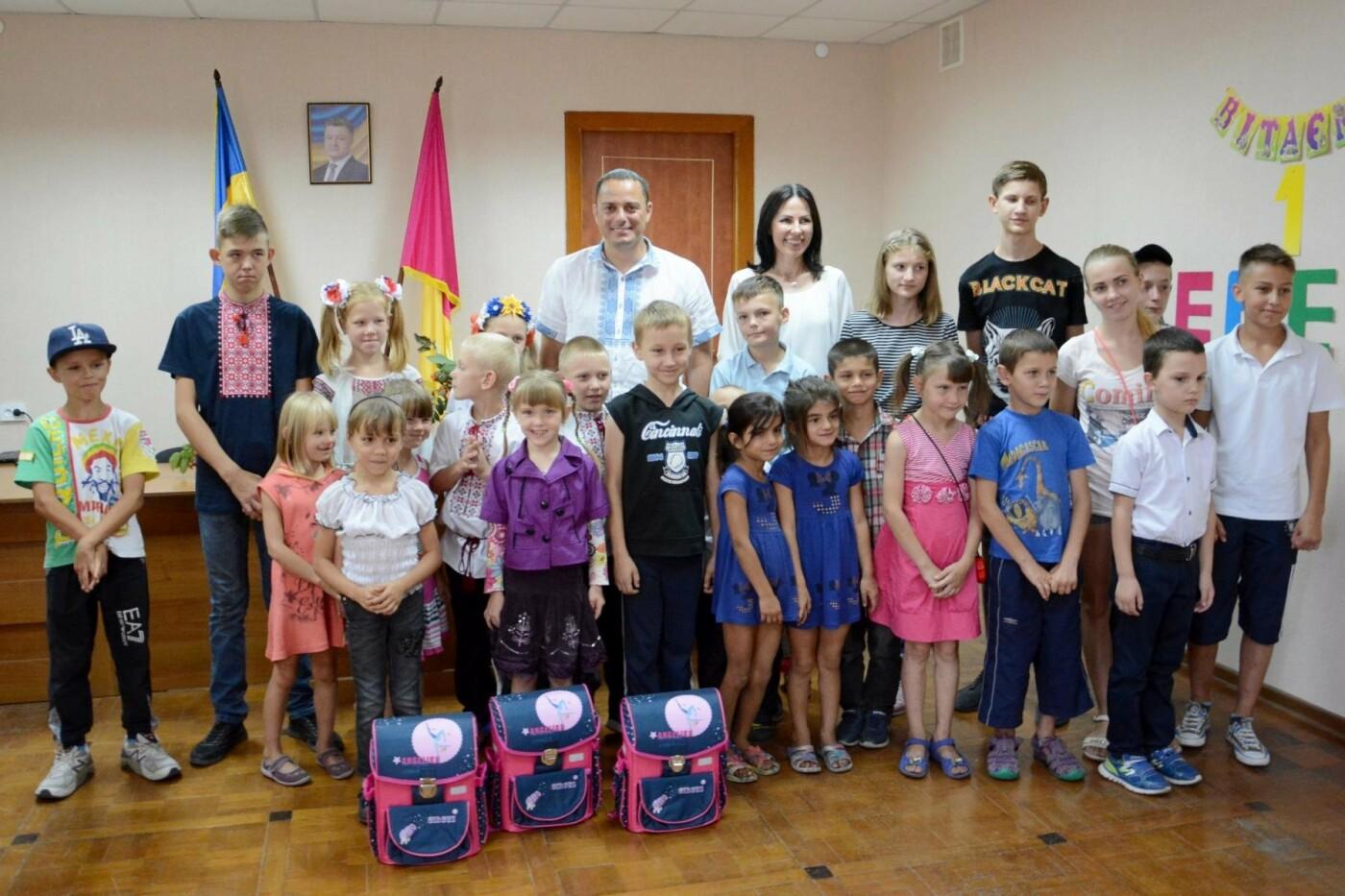 Скоро в школу: дети Южного района Каменского получили подарки, фото-4