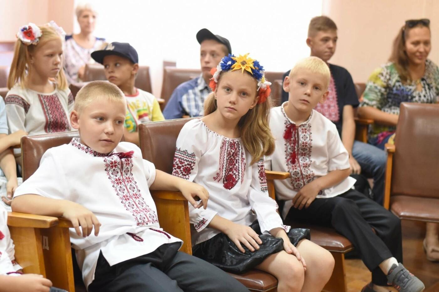 Скоро в школу: дети Южного района Каменского получили подарки, фото-1