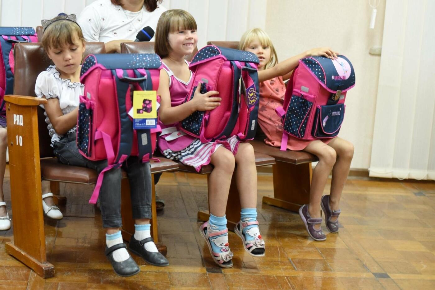 Скоро в школу: дети Южного района Каменского получили подарки, фото-3