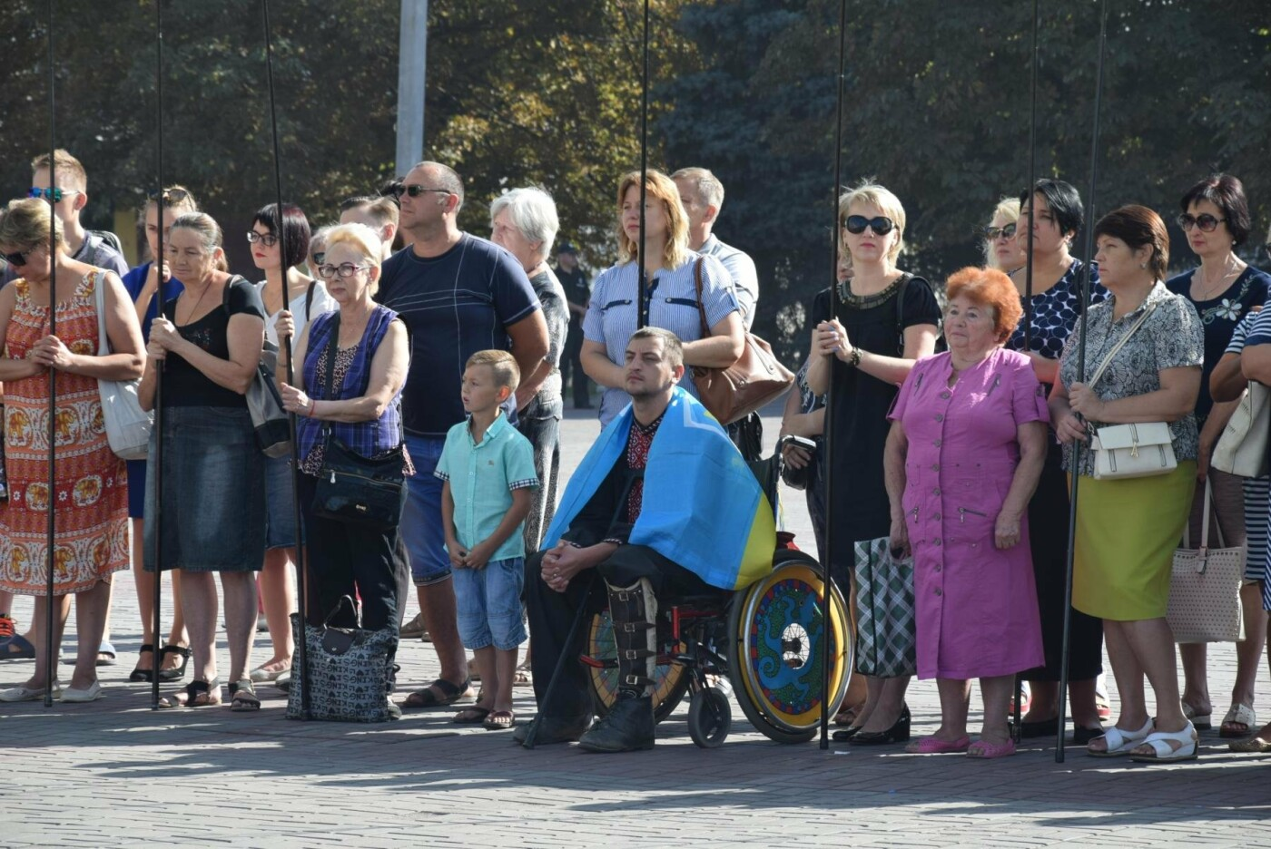 В Каменском торжественно подняли национальный флаг и вручили паспорта, фото-1
