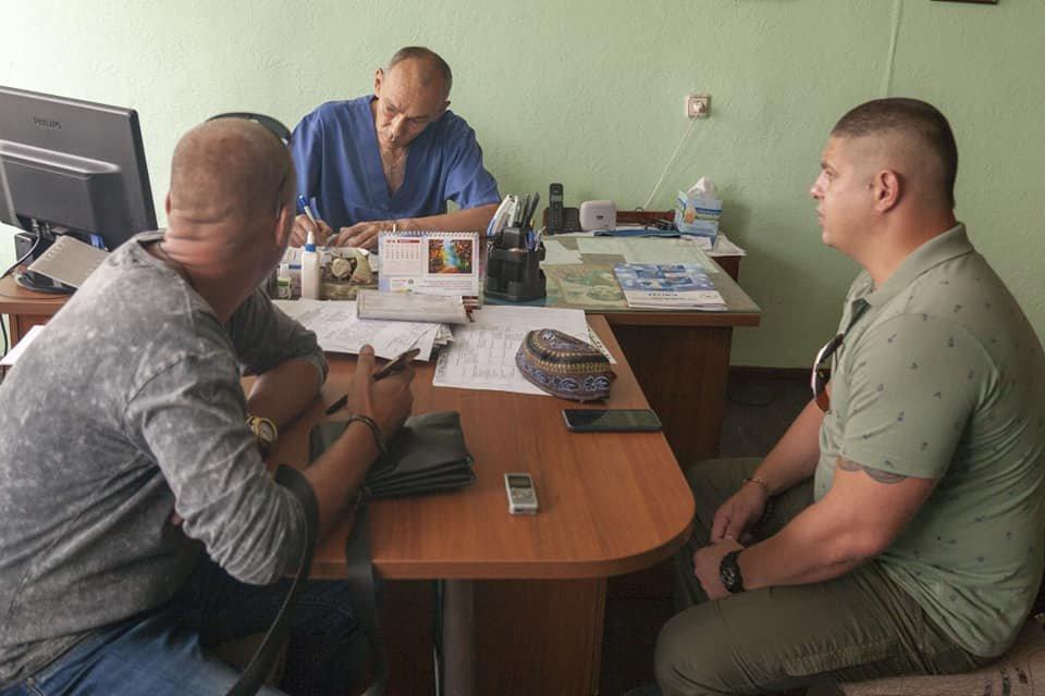Каменской активист Евгений Найда: «Я получил удар в голову кулаком от заведующего и ответил ему двумя, может тремя ударами», фото-2