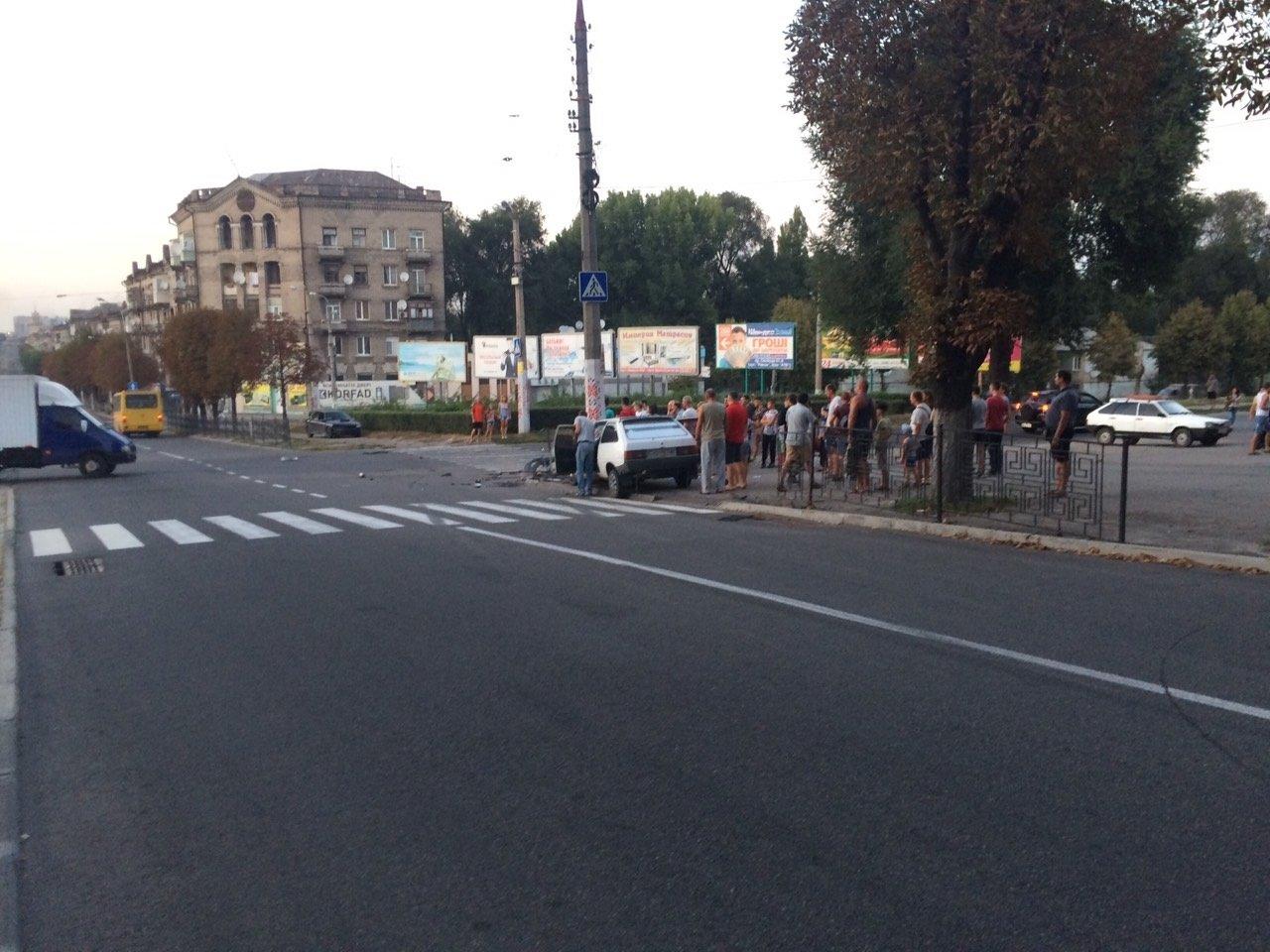 «Неадекватность» на еврономерах: в Каменском возле «Дружбы» произошло ДТП, фото-11