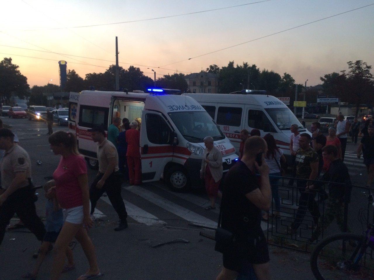 «Неадекватность» на еврономерах: в Каменском возле «Дружбы» произошло ДТП, фото-4