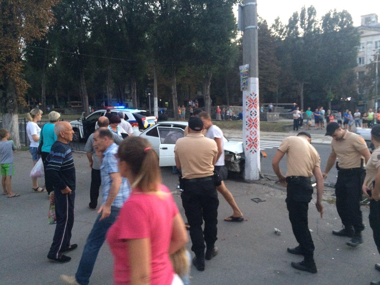 «Неадекватность» на еврономерах: в Каменском возле «Дружбы» произошло ДТП, фото-8