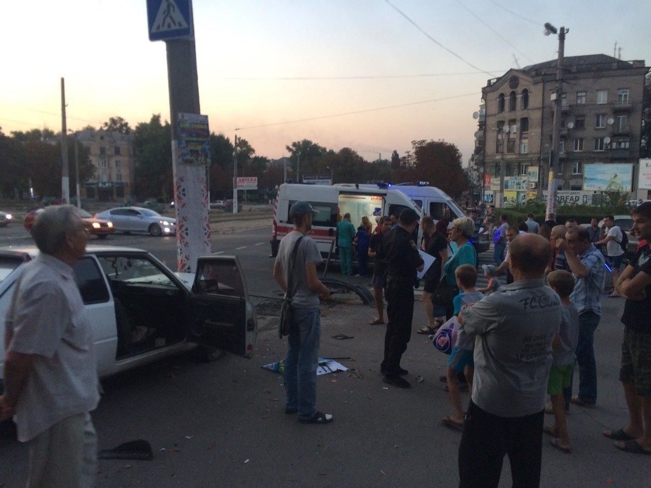 «Неадекватность» на еврономерах: в Каменском возле «Дружбы» произошло ДТП, фото-6