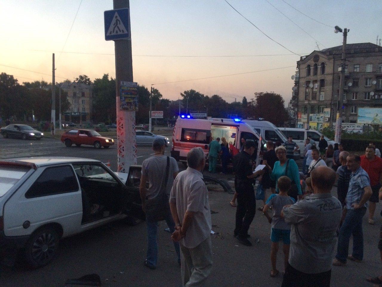 «Неадекватность» на еврономерах: в Каменском возле «Дружбы» произошло ДТП, фото-9