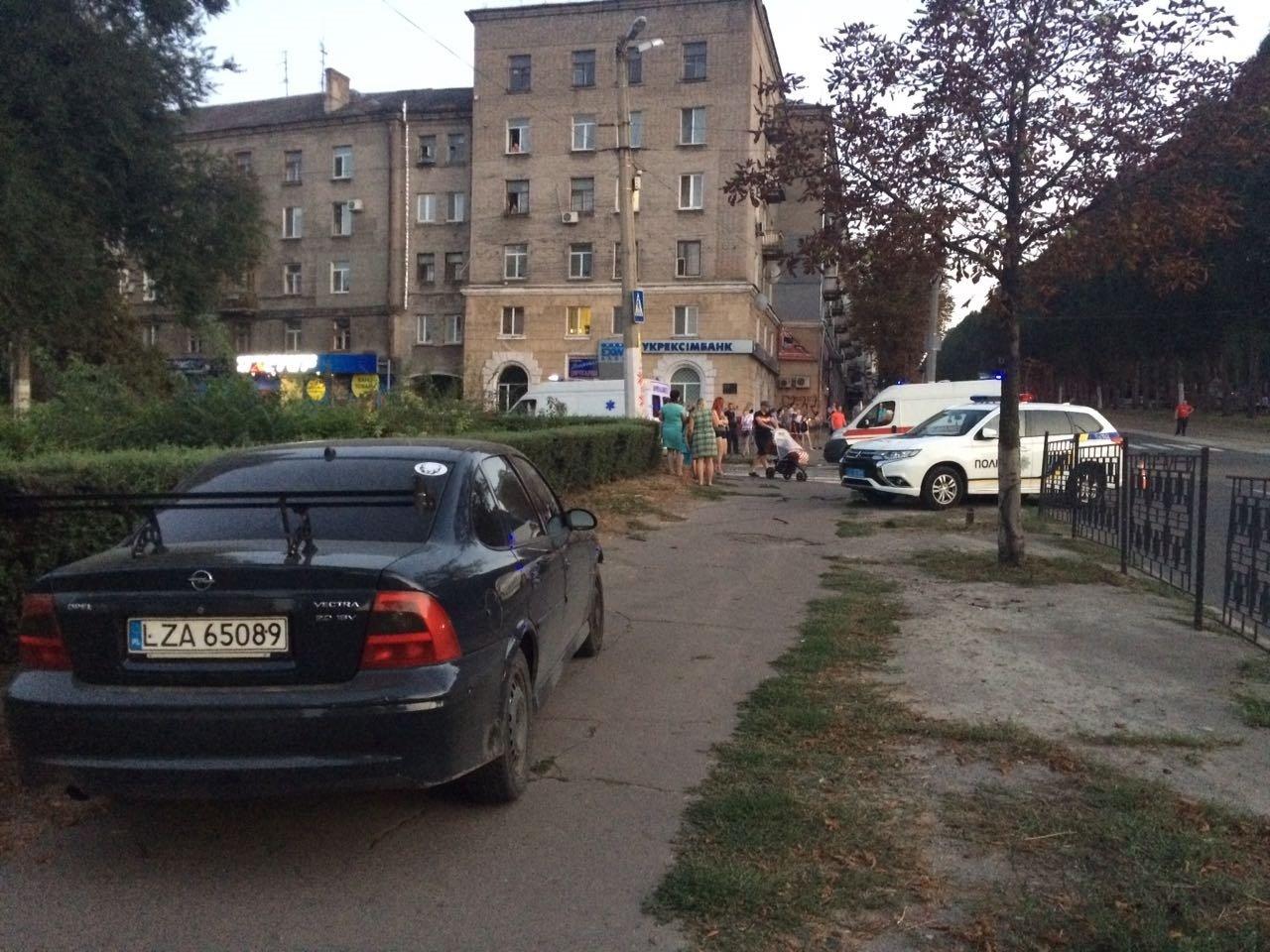 «Неадекватность» на еврономерах: в Каменском возле «Дружбы» произошло ДТП, фото-1
