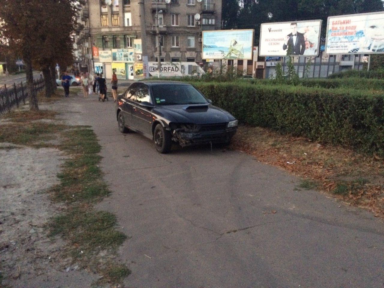 «Неадекватность» на еврономерах: в Каменском возле «Дружбы» произошло ДТП, фото-2