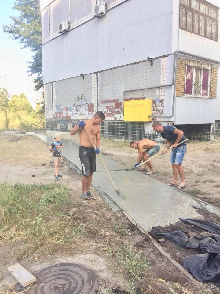 На левобережье Каменского прокладывают новые тротуарные дорожки, фото-8