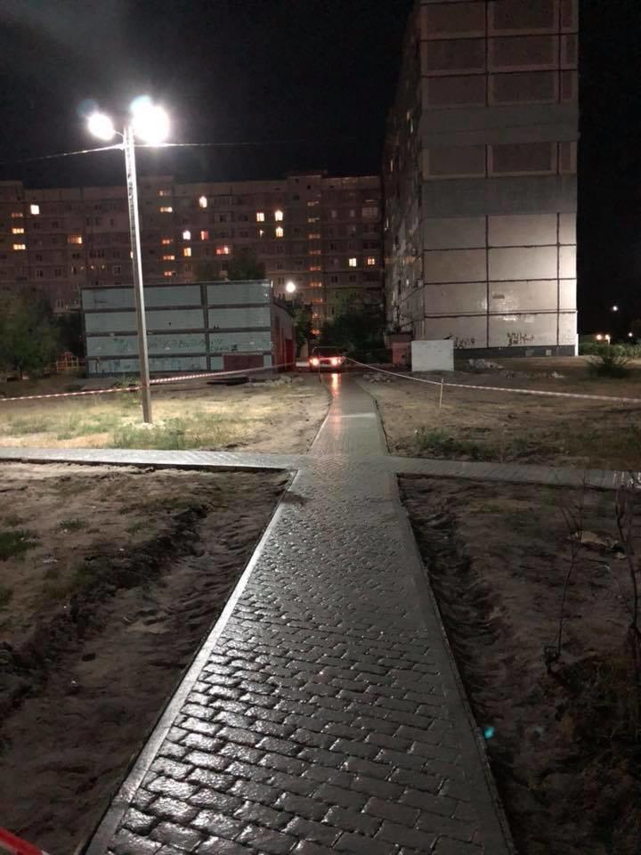 На левобережье Каменского прокладывают новые тротуарные дорожки, фото-5