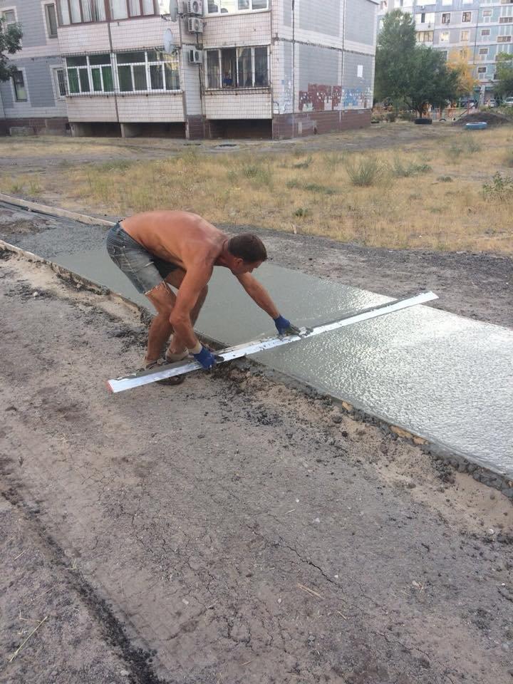 На левобережье Каменского прокладывают новые тротуарные дорожки, фото-10