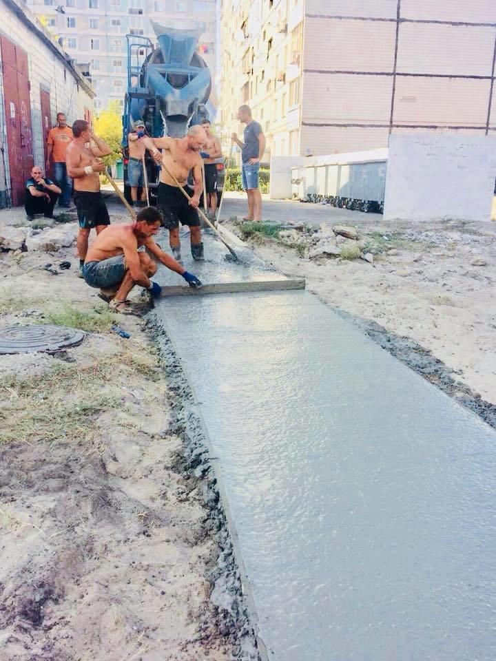 На левобережье Каменского прокладывают новые тротуарные дорожки, фото-7