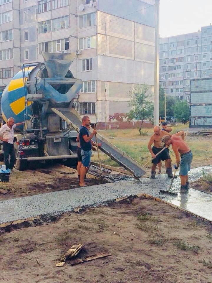 На левобережье Каменского прокладывают новые тротуарные дорожки, фото-9