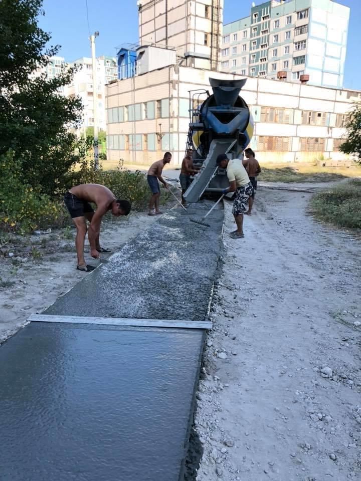 На левобережье Каменского прокладывают новые тротуарные дорожки, фото-4