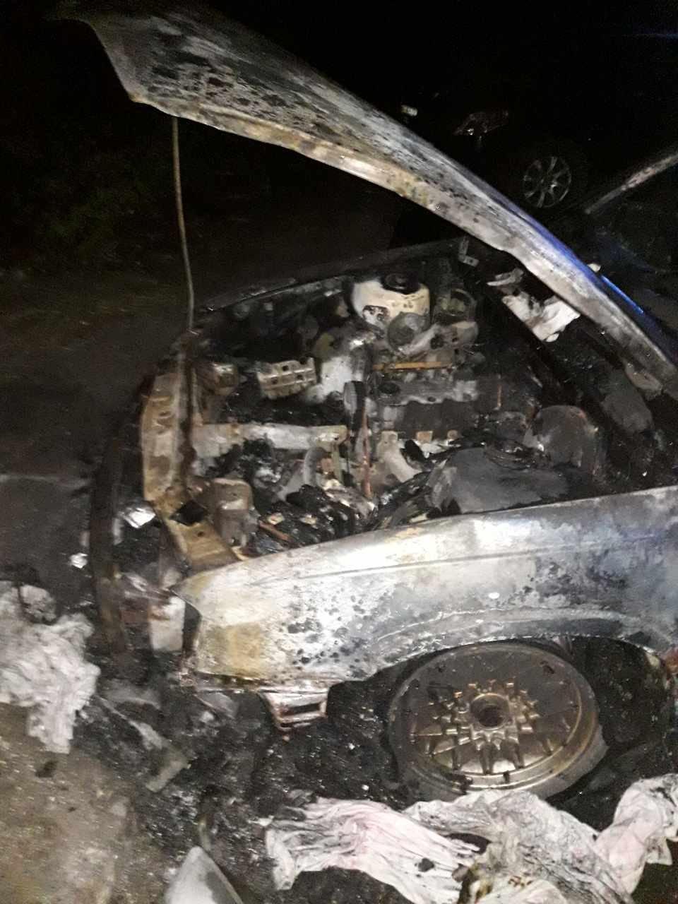 Двойной пожар «на колесах»: в Каменском тушили  Opel Omega и Opel Vectra, фото-1