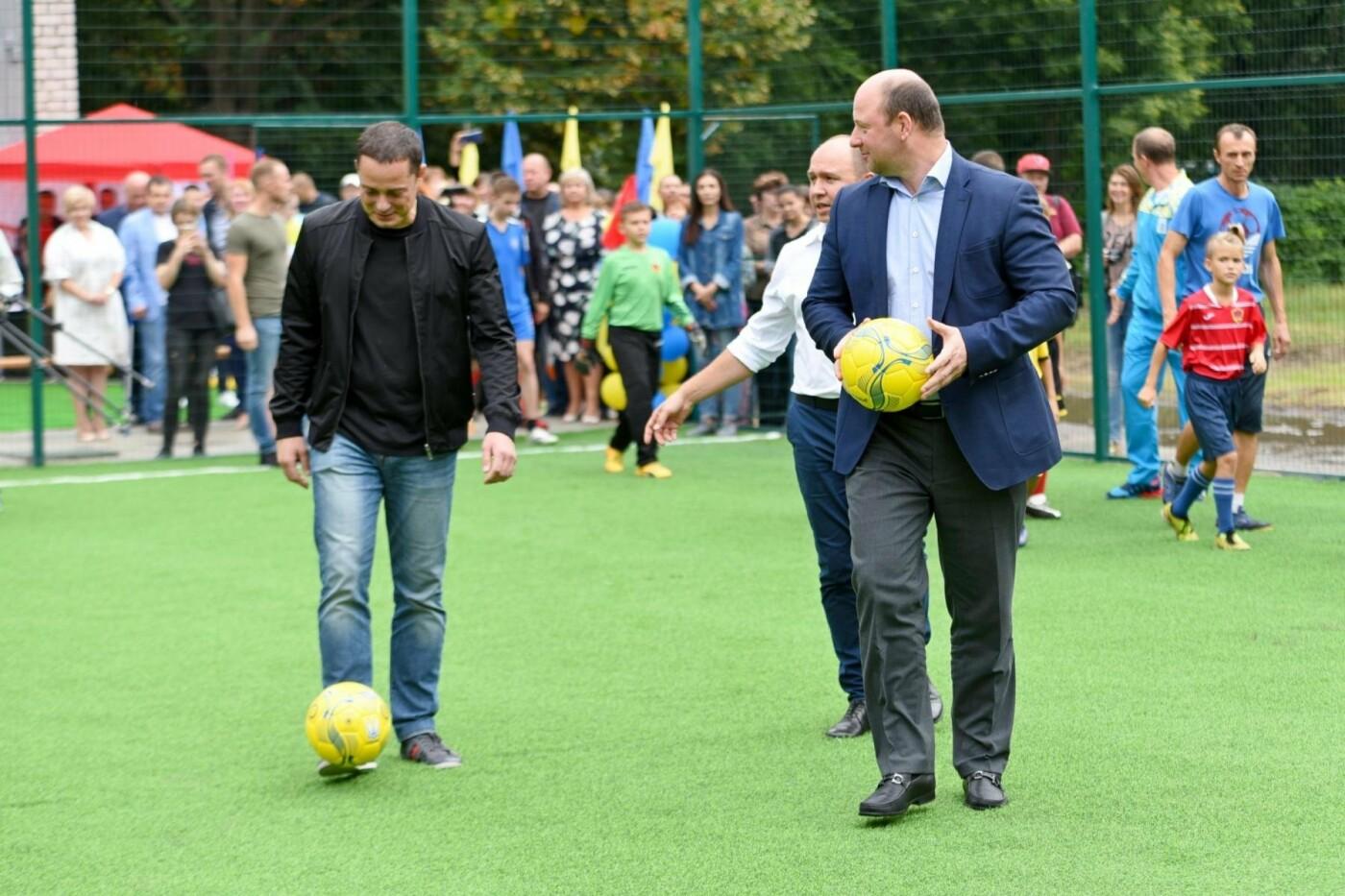 В школе №26 открыли новое футбольное поле, фото-1