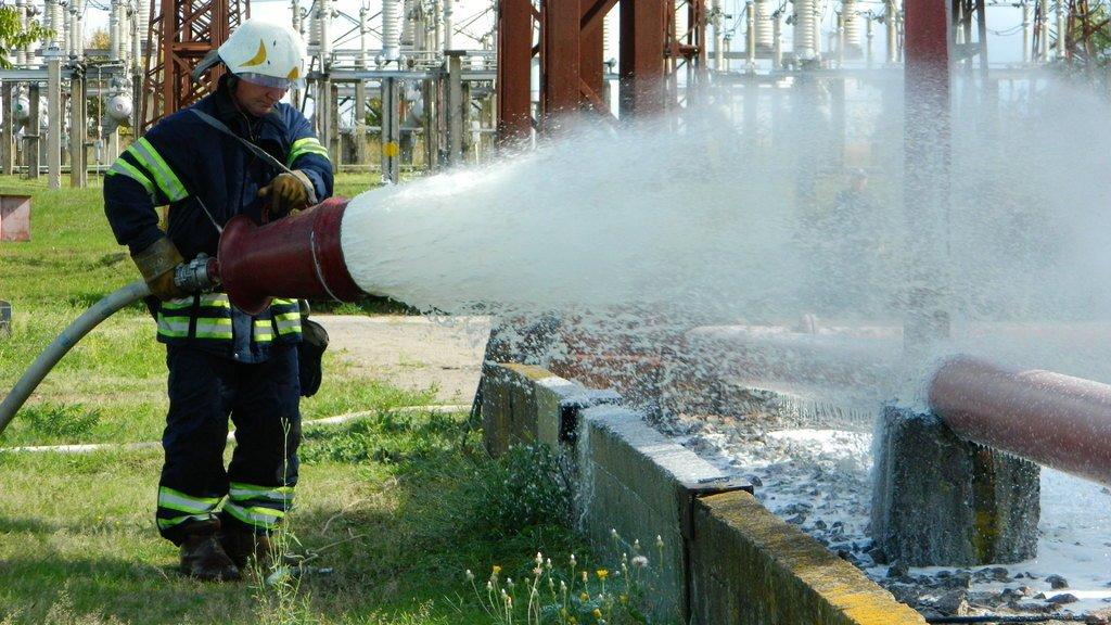 Спасатели Каменского «тушили пожар» на электроподстанции, фото-2
