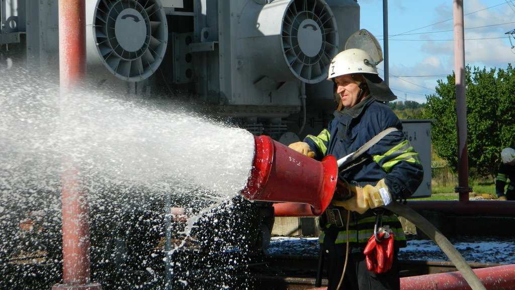 Спасатели Каменского «тушили пожар» на электроподстанции, фото-3