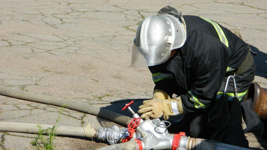 Спасатели Каменского «тушили пожар» на электроподстанции, фото-4