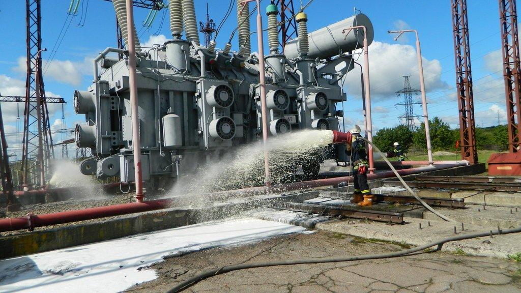 Спасатели Каменского «тушили пожар» на электроподстанции, фото-7
