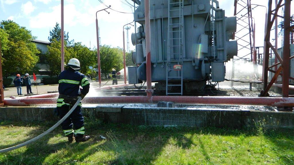 Спасатели Каменского «тушили пожар» на электроподстанции, фото-8