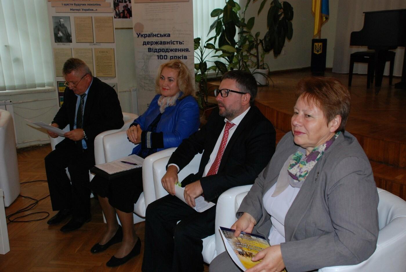 Каменчанка представила Днепропетровскую область на круглом столе архивистов, фото-2
