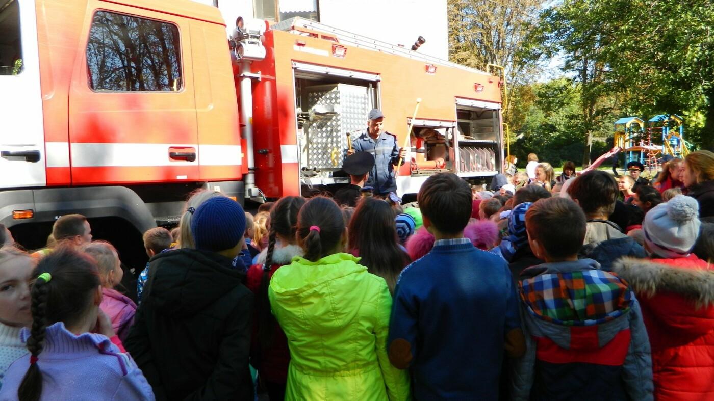 Школьники Каменского знакомились со спасателями, фото-6