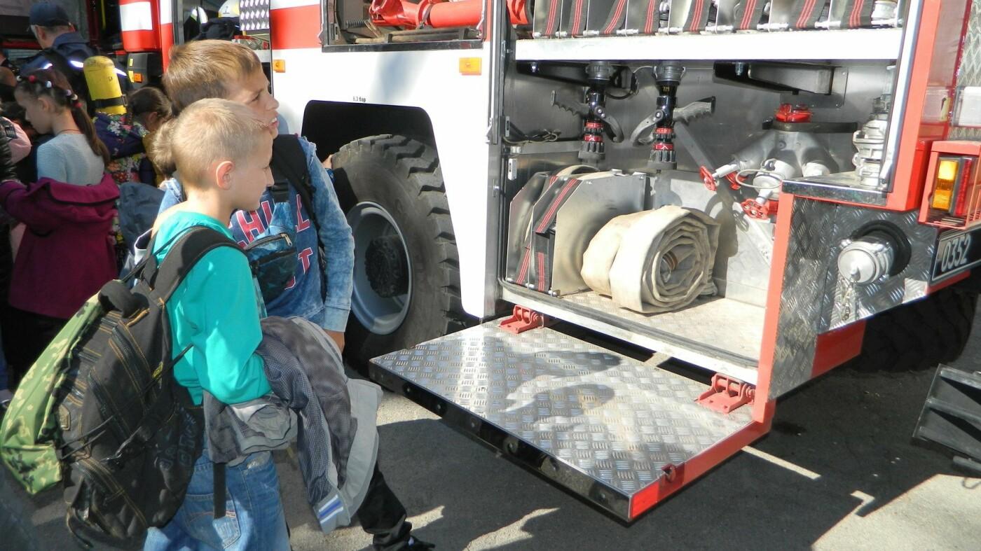 Школьники Каменского знакомились со спасателями, фото-1