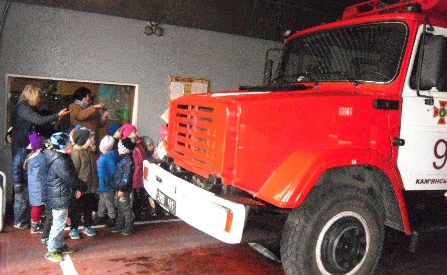 Детсадовцы побывали в гостях у каменских спасателей, фото-2