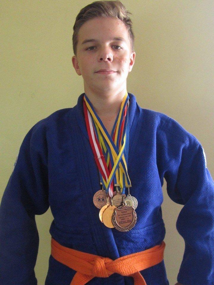 Дзюдоист из Каменского завоевал «серебро» юношеской лиги, фото-1