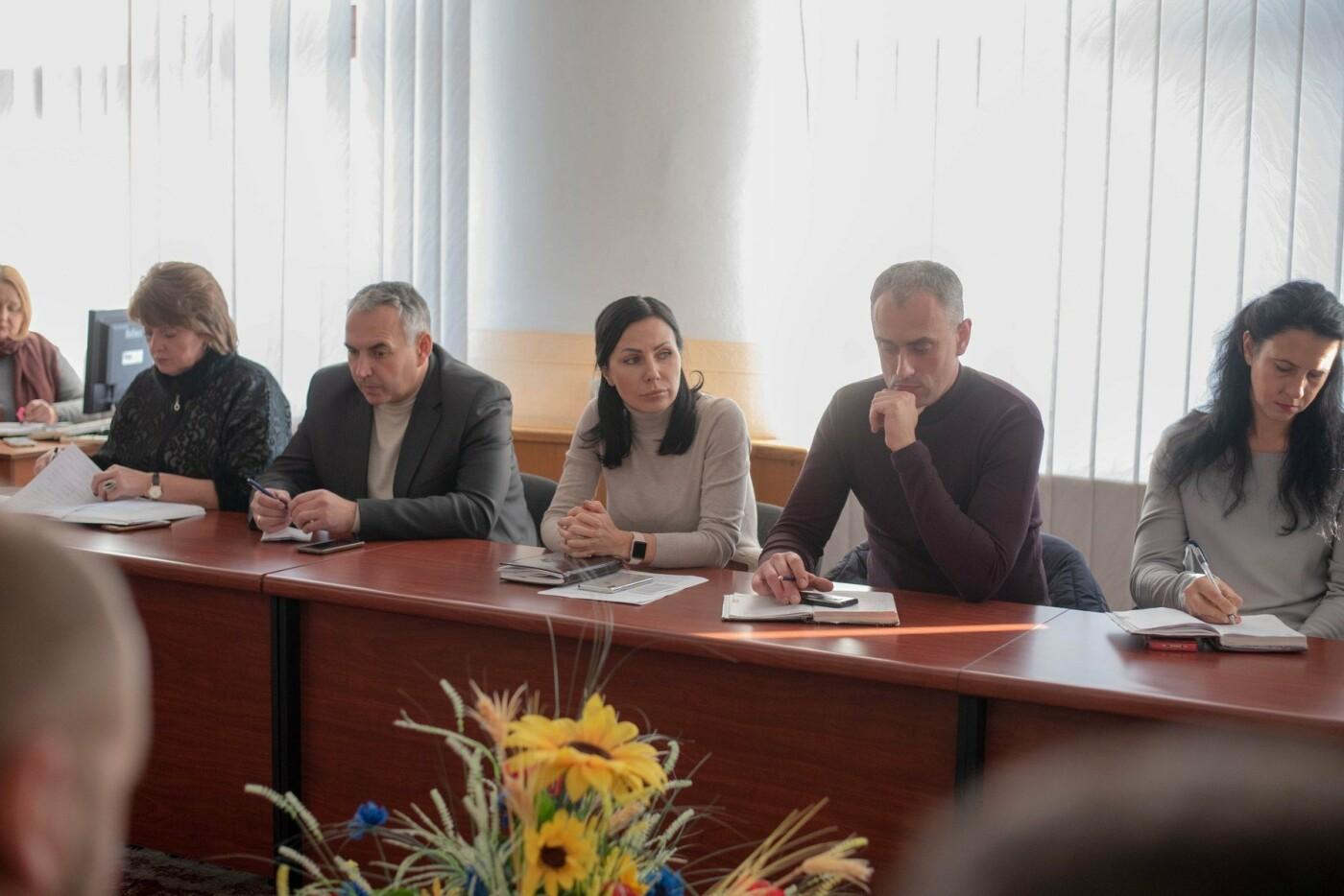Дети будут с теплом: до включения «Днепровской ТЭЦ» в школы, садики и больницы Каменского передадут электропанели, фото-3