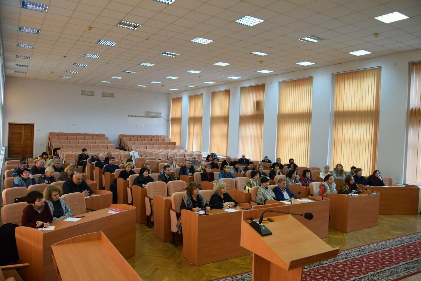 Коллективный диктант: чиновники Каменского проверяли знания украинского языка, фото-1