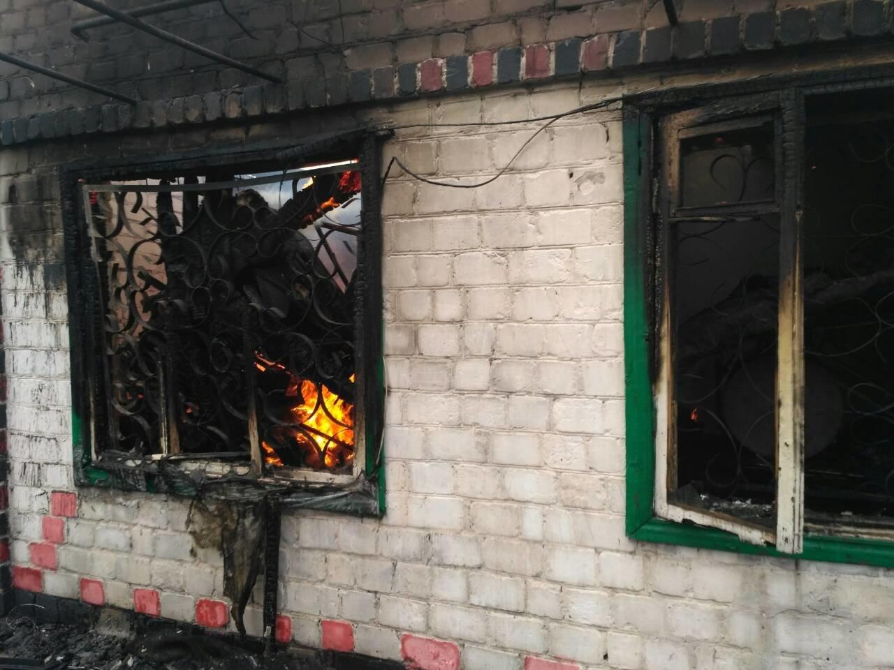 В Каменском произошел пожар в двух местах одновременно, фото-1
