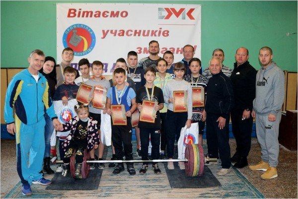 В Каменском соревновались юные тяжелоатлеты , фото-1