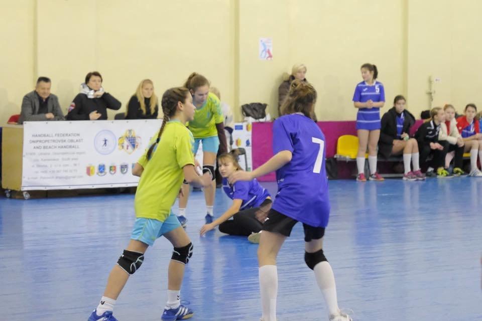 Каменчанки победили в зональном турнире по гандболу, фото-2