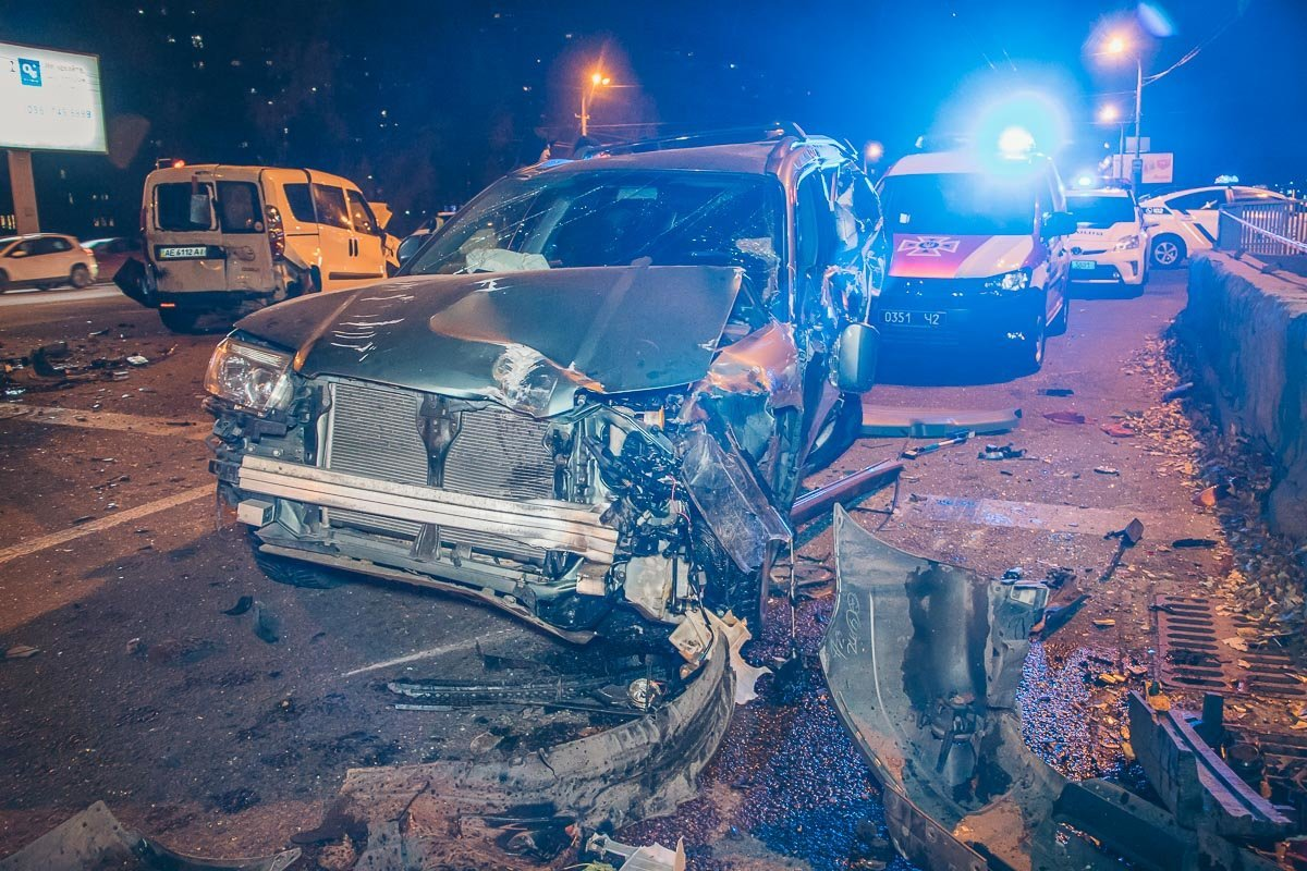 В Днепре мастштабное ДТП: столкнулись 10 автомобилей, есть пострадавшие, фото-5
