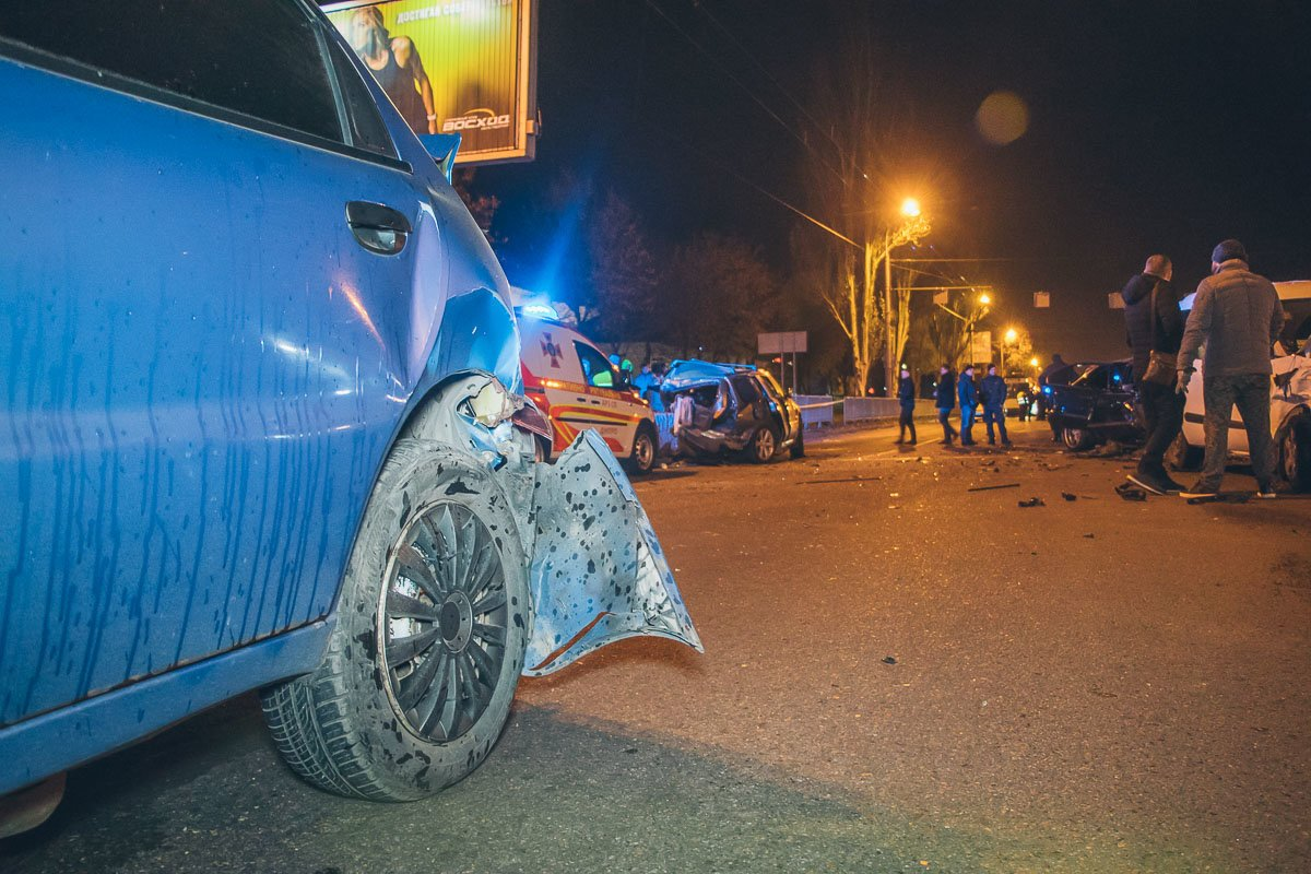 В Днепре мастштабное ДТП: столкнулись 10 автомобилей, есть пострадавшие, фото-1