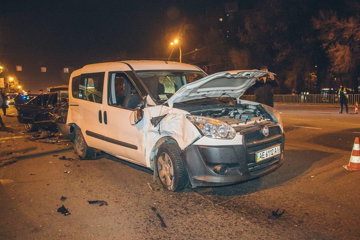 В Днепре мастштабное ДТП: столкнулись 10 автомобилей, есть пострадавшие, фото-10