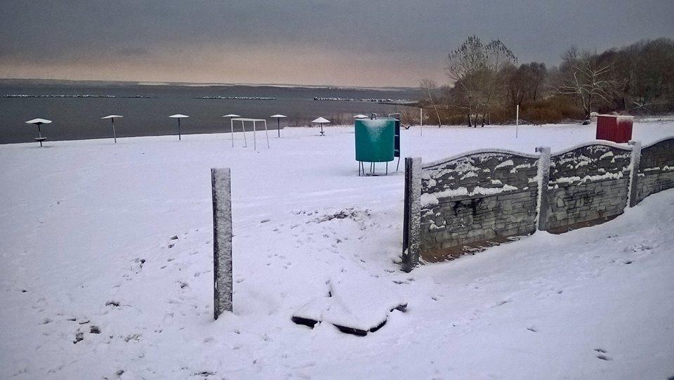 В Каменского вандалы разгромили забор и детскую площадку, фото-2