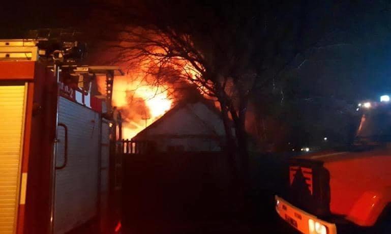 В Каменском горели частный дом и двухкомнатная квартира, фото-4