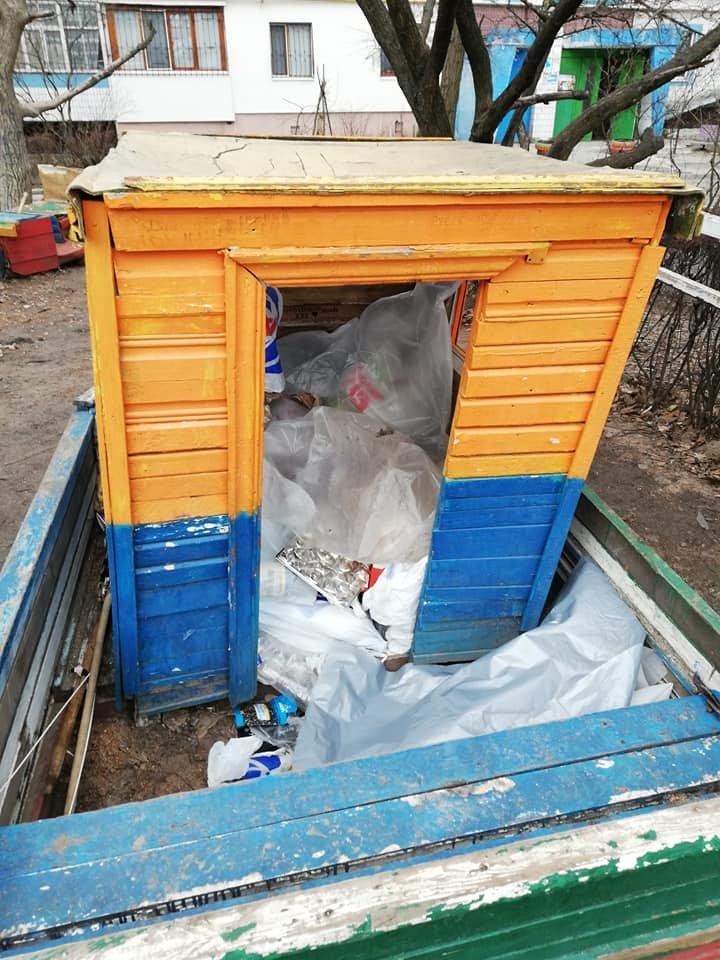 Каменчане превратили детскую площадку в мусорную свалку, фото-3