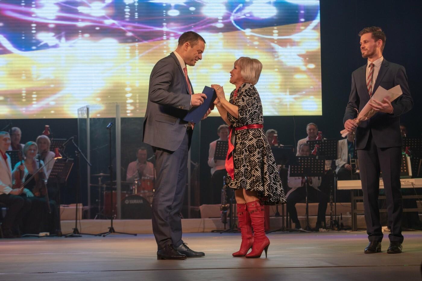 Поздравления, награды и цветы: каменчанок поздравили с 8 Марта, фото-1