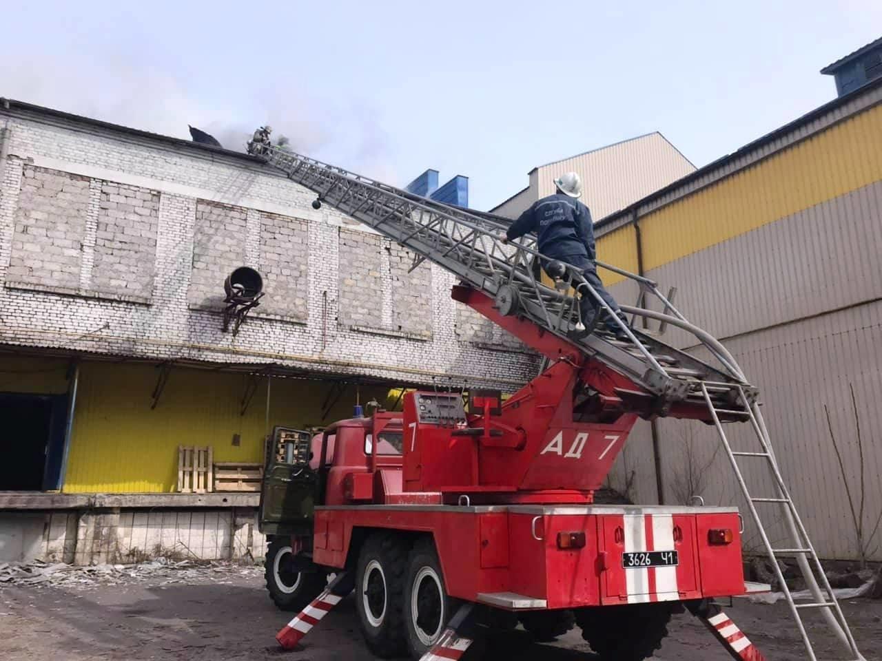В центре Каменского полыхало здание, в котором находится ресторан, фото-2