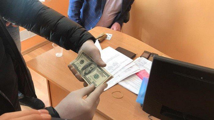 Требовал 3 000 долларов за снятие ареста: на Днепропетровщине спецслужбы задержали чиновника, фото-3