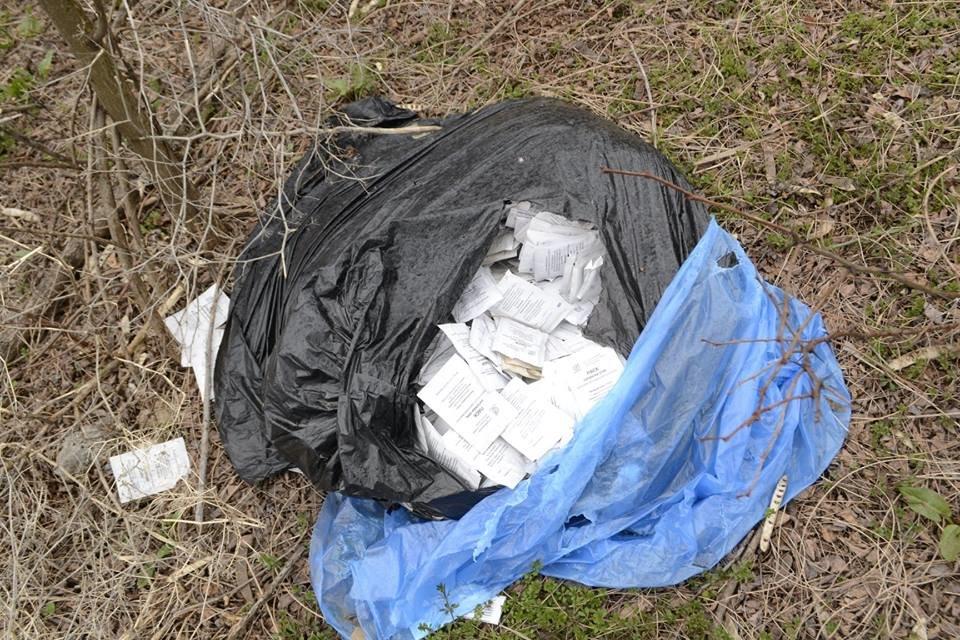В Каменском на обочине нашли пакеты с дорогостоящими препаратами: полиция начала проверку, фото-1