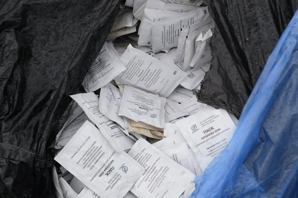 В Каменском на обочине нашли пакеты с дорогостоящими препаратами: полиция начала проверку, фото-3